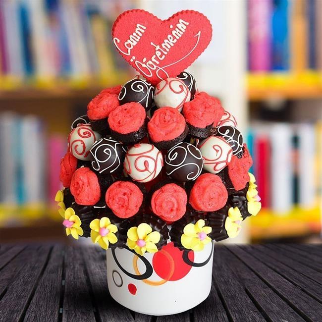 En az öğretmeniniz kadar tatlı bir hediye seçeneği arıyorsanız çikolatadan başka bir seçenek düşünemiyoruz.