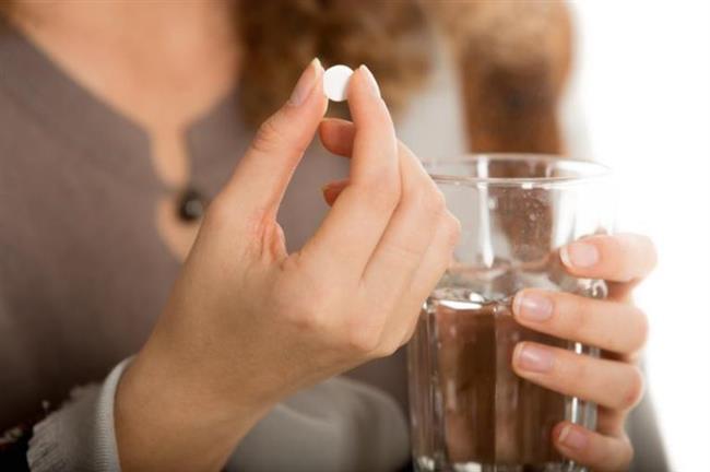 9.Yanlış: Grip ilacı alırsam hastalığı ayakta geçirebilirim.    Doğrusu:  Grip, soğuk algınlığı ile karıştırılmamalı. Grip, soğuk algınlığından daha ağır seyrediyor. Örneğin ciddi kas ağrısı, baş ve boğaz ağrıları ile ateş gelişebiliyor. Soğuk algınlığı olan kişi hastalığı ayakta atlatabiliyor ama grip yatak istirahati gerekiyor.
