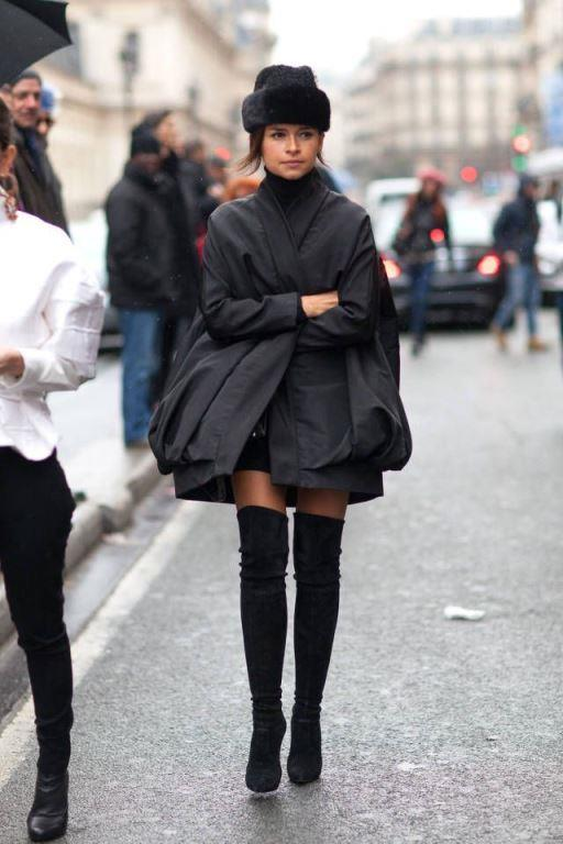 Bir çift dizüstü çizme sıradan bir ceketle kombinlendiğinde size başarılı bir stil sunabilir ve bakışları üzerinize toplayabilirsiniz.