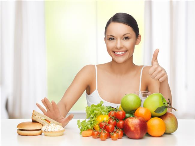 Metabolizmayı Hızlandırıyor, Zayıflatıyor  Turşuda bulunan sirke kaynaklı asetik asitin vücutta yağ depolamasını önlediği bazı hayvan çalışmalarında kanıtlanmış durumda. Turşunun hem metabolizmayı hızlandırıcı etkisi hem kabızlığa karşı etkili olması hem de düşük kalorili olmasından dolayı diyet yapanların zayıflamasına yardımcı oluyor. Lifli bir besin olması tokluk süresini uzatarak da ayrıca bu sürece destek sağlıyor.