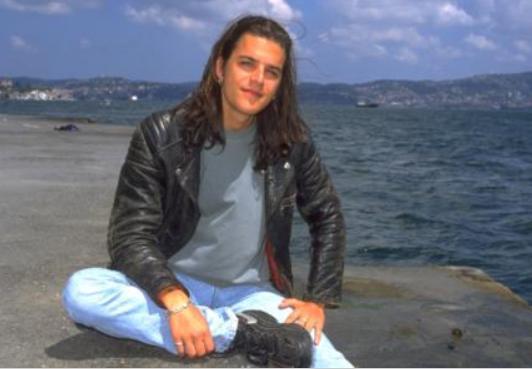 Aktör kariyerini hem İtalya'da hem Türkiye'de sürdürüyor.