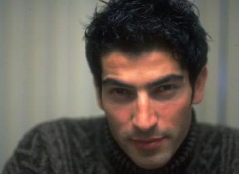 Best Model seçildikten sonra kariyerini oyunculukta kurdu İmirzalıoğlu.