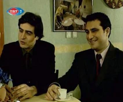 Bu kareler de iki aktörün yıllar önce rol aldığı bir TRT dizisinden.