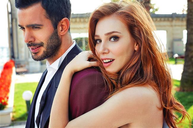 """5599 kişinin yanıtladığı """"Bu sezon televizyon dizilerinde en çok birbirine yakıştırdığınız çift hangisi?"""" anketinde %25 oy oranıyla Elçin Sangu & Barış Arduç en çok yakışan çift oldu."""