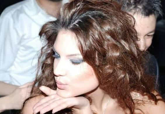 Star Tv'nin Duymayan Kalmasın programının haberine göre aynı zamanda geçmişte Miss Tiran, Miss Arnavutluk ve Miss Globe Kainat Güzellik Yarışması'nda kraliçe seçilen Arnavut güzelin estetiksiz fotoğrafları görenleri şaşırtıyor...