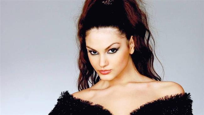 Ünlü oyuncu Tolgahan Sayışman'la evliliğe doğru giden ilişkisiyle adından söz ettiren ünlü model Almeda Abazi, şov dünyasının en güzel kadınları arasında gösteriliyor. Peki ya şimdi bu haliyle tanıdığınız Abazi'nin estetik operasyon geçirmeden önceki görüntüsü hakkında bir fikriniz var mı?