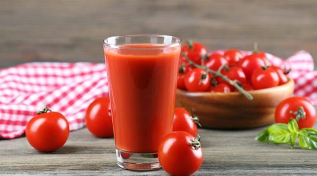 DOMATES SUYU:    Domates vücudu toksinlerden arındırıyor. Günde 2-3 bardak domates suyu içerek selülitlerin giderilmesine yardımcı olabilirsiniz.