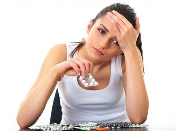 Tedavide hedef ağrı sıklığını azaltmak  Migren tanısı konulduktan sonra tedaviyi belirleyen en önemli şey hastanın atak sıklığıdır. Hasta bir ay içerisinde üç ya da üçten fazla ağrı yaşıyorsa koruyucu bir tedavi uygulanarak ağrıların sıklığının azaltılması gerekir. Eğer hastanın ağrısı üçten az ise sadece ağrı olduğu sırada ağrı kesicinin uygulanmasıyla ağrının geçirilmesi yoluna gidilmektedir. Migren hastalarının ağrı başlangıcında en etkili ilacı almaları gerekir. Ağrı kesici almak geciktirildiği takdirde, ağrı iyice şiddetlendikten sonra ağrıyı geçirmek daha zordur.