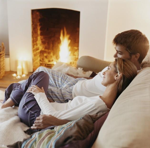 Battaniye Altında Dizi İzleyin   Yumuşacık battaniye altına girip sevdiğiniz dizilerden birini izlemeye ne dersiniz?