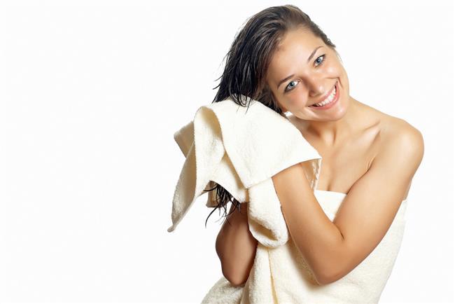 Saçlarınızı yıkadıktan sonra pamuklu havlular ile kurulayın