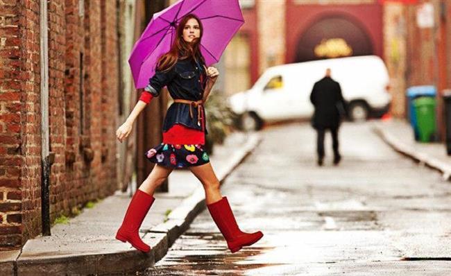 Yağmurlu günler geldi çattı.Soğuk havalarda kat kat giyinerek elegan görüntünüzü kaybetmek yerine şıklığınızdan ödün vermeden giyinebilirsiniz.