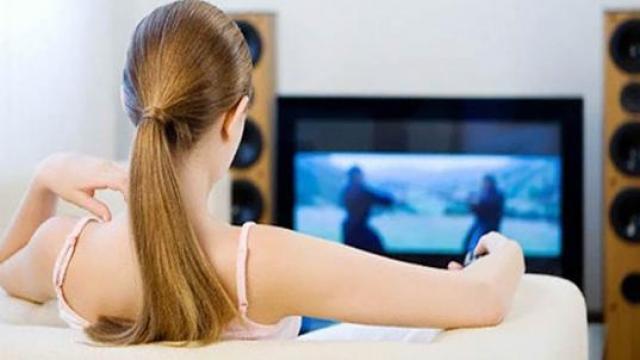 Çok fazla televizyon izlemek   Yapılan bir araştırmaya göre televizyon karşısında geçirdiğiniz her saat, ortalama yaşam sürenizden 22 dakika azaltıyor. Uzmanlar, koltukta ya da masanızda otururak fark etmez, nerede televizyon izliyor olursanız olun yarım saatte bir kalkıp biraz yürümenizi öneriyor.