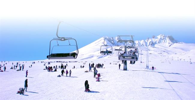 """Erciyes  Kayak yapmak için en uygun zaman Aralık-Nisan aylarıdır. Kayak sezonu 15 Kasım - 1 Mayıs arasındadır.Daha kar yağmadan kar ve kayak zevkini Erciyes'te tadabilirsiniz.  <a href=  http://mahmure.hurriyet.com.tr/foto/yasam/arkadaslarla-kisin-tatil-yapabileceginiz-yerler_41340 style=""""color:red; font:bold 11pt arial; text-decoration:none;""""  target=""""_blank"""">  Arkadaşlarla Kışın Tatil Yapabileceğiniz Yerler"""