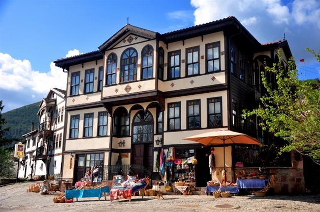Taraklı  Taraklı İlçesi Türkiye'de 2016 itibariyle 11 tane bulunan Sakin Kent unvanına sahip İlçelerden birisidir. Huzur,sakinlik ve doğa ile iç içe bir gezi aralık ayı için oldukça rahatlatıcı olacaktır.