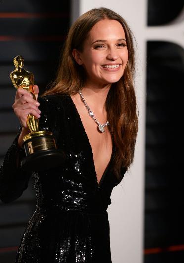 İsveç güzelliğine örnek olarak genç oyuncu Alicia Vikander gösterildi.
