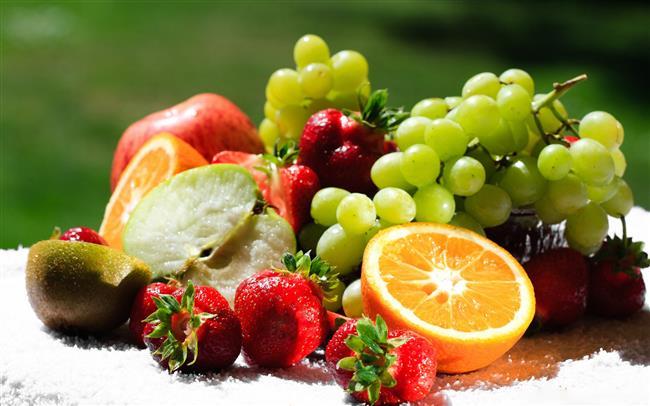 Emilimini artırmak için: A vitamini yağda çözünen ve yağ aracılığı ile taşınan bir vitamin olduğundan emilim için diyetle alınan yağ miktarı son derece önemli. Eğer yağın sindirimi için pankreastan salgılanan pankreatik enzimler ve safra asidinde herhangi bir problem yoksa diyetle alınan A vitamininin emilim oranı yüzde 80-90'ı buluyor. Bununla birlikte çinko ve E vitamini eksikliği A vitamini metabolizmasını bozabiliyor çünkü bu iki besin A vitaminin emilim, taşınma ve hareketlerinde önemli bir rol oynuyor.