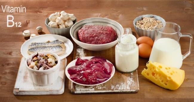 Kaynakları: Et, süt ürünleri, balık, kabuklu deniz ürünleri gibi hayvansal gıdalar B12 açısından en zengin besinler arasında yer alıyor.