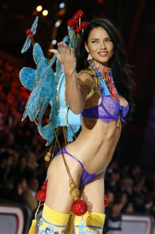 İki çocuk annesi Lima, 35 yaşında ve ilk kez 1998'de Victoria's Secret podyumuna çıktı.