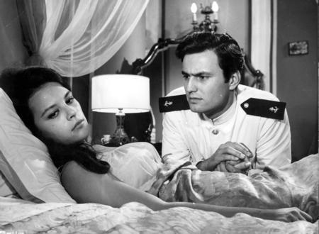 Hülya Koçyiğit - Ediz Hun  Katıldığı bir yarışma ile şöhret kapısını aralayan Ediz Hun ve 1963 yapımı Susuz YAz ile Türk sinema tarihine adını altın harflerle yazdıran Hülya Koçyiğit de yeşilçam'ın unutulmaz çiftlerinden.