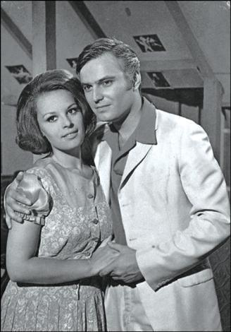 Yeşilçam'ın unutulmaz ikilisinin 1967 yılında birlikte rol aldıkları Samanyolu filmi şimdilerde dizi olarak ekranlarda...