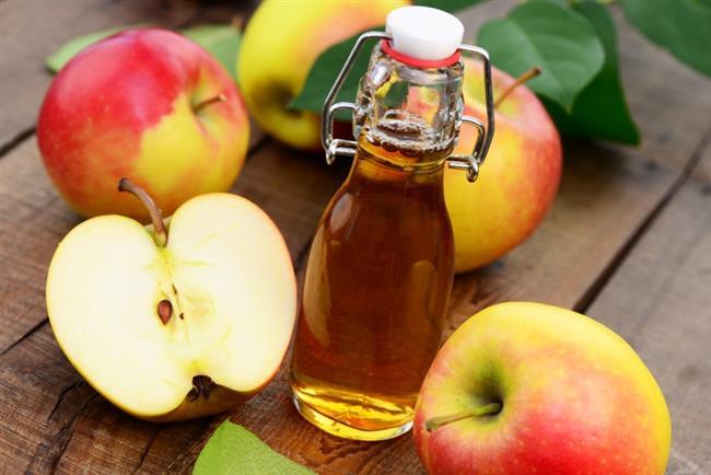 Dişteki Lekeleri Temizler  Dişlerinizin beyazlaması için elma sirkesiyle dişlerinizi fırçalayın, ağzınızı suyla çalkalayın.