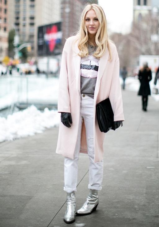 Ne giyersen giy, metalik çanta ve ayakkabıyla kombinine etkileyici son noktayı koymuş olursun.