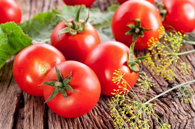 Domates:  Günlük beslenmemizde salata, sebze yemekleri içerisinde illaki tükettiğimiz domates likopenden zengin bir sebze. Likopen meme ve rahim kanseri olmak üzere birçok kanser türüne ve kalp hastalıklarına karşı koruyucu etkisi bulunmaktadır. Likopenin etkisini artırmak için domatesi pişirmek ve biraz sıvı yağ ilave etmek de önemli bir unsur.