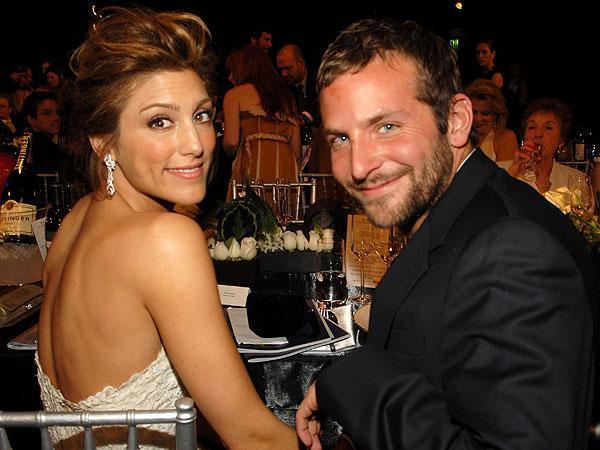 Son dönemin en gözde bekarlarından Bradley Cooper şu sıralar top model Irina Shayk ile birlikteliğiyle gündemde.