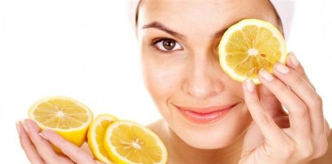 Limon suyu  Limon suyu doğal bir cilt aydınlatıcıdır. Cildin beyazlamasına yardımcı olur. Kahverengi lekelerin hafifletilmesi için kullanılabilir. Sivilce lekelerine kesin çözüm amacıyla da kullanılabilir. Taze sıkılmış limon suyu doğrudan etkilenen bölge üzerine uygulanabilir. 5 ya da 10 dakika sonra soğuk su ile yıkanır. Ardından cilt iyice kurulanır. Düzenli olarak 8 hafta boyunca kullanılması önerilir.