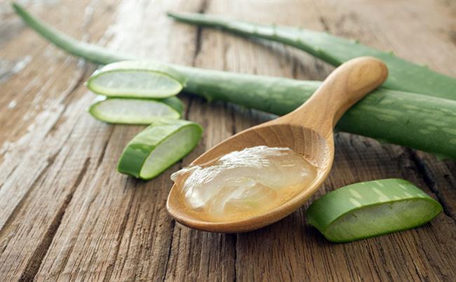 Aloe vera  Taze aloe vera jel de kahverengi lekelere uygulanabilir. Yaklaşık yarım saat boyunca ciltte bekletilir. Ardından soğuk su ile durulanır. Bu işlem 1 ya da 2 ay boyunca düzenli olarak uygulanmalıdır. Daha iyi sonuçlar elde etmek için iki çorba kaşığı aloe vera suyu aç karna her gün içilebilir.