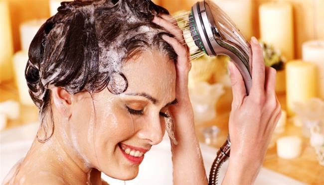 Neredeyse her gün saçlarınızı yıkamanız saçlarınıza temiz bir görüntü verebilir fakat saçlar için oldukça zararlıdır.Uzun saçlarınız yeterli yağı almadığı zaman saç dengenizin bozulmasına yol açar.