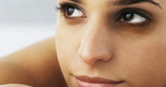 Göz Altı Morluklarının Nedenleri  Aşırı tuz tüketimi, stres, yorgunluk, uykusuzluk göz çevremizde kısa süreli yorgunluklara ve şişliğe neden olabilir.