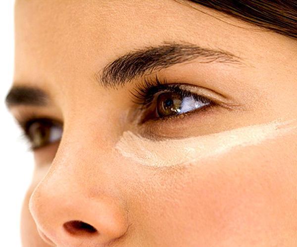 Krem, kapatıcı gibi kozmetik ürünler göz altı morluklarından kurtulmak isterken cildimize zarar verebilir. Bitkisel çözümlerle ve düzenli bakımla göz altı morluklarınızdan kurtulmanız mümkün.