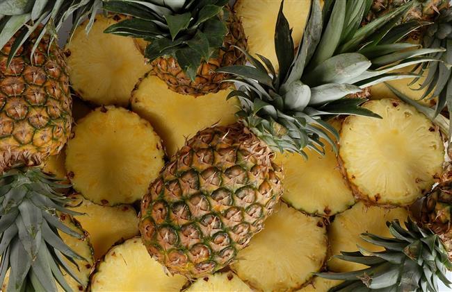 Ananas  Tropik meyveleri buzdolabına koymak erkenden çürümesine neden olur.