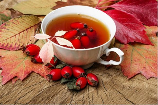 Kuşburnu Çayı  Malzemeler; 1 su bardağı kadar kuşburnu  4-5 su bardağı su  1 küçük çubuk tarçın  Tarif:  Bir büyük boy fincan çay için 2 çay kaşığı öğütülmüş kuşburnu üzerine sıcak su eklenir ve 15-20 dakika demlenir. Balla tatlandırılması tavsiye edilir. Günde bir fincan içilmesinin hiç bir zararı bulunmamaktadır. Kuşburnu çayı, bitki çayları arasında en güvenilir olanlarından birisidir.