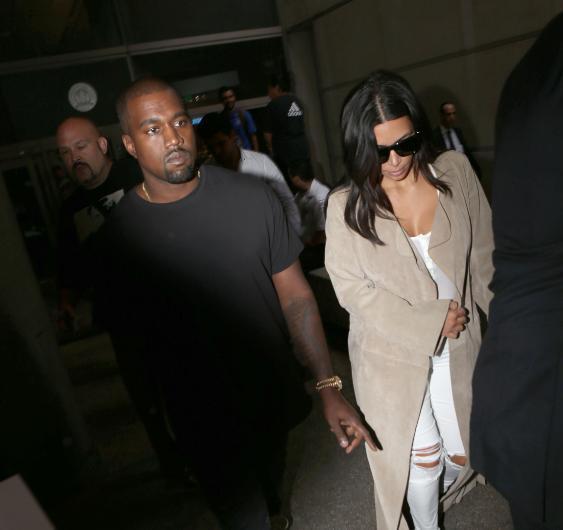 İddialara göre Kim Kardashian bir süredir çocuklarıyla birlikte annesi Kris Jenner'ın evinde kalıyor.
