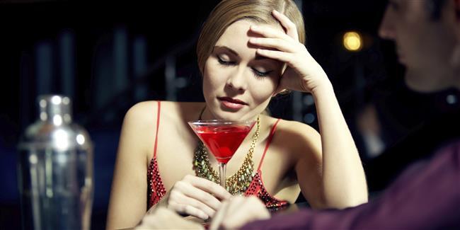 Alkol tüketiminizi sınırlandırın  Alkollü içecek tüketiminizi ve yanında yediğiniz cips, fındık gibi atıştırmalıkları sınırlandırdığınızda daha az kalori almış olursunuz.