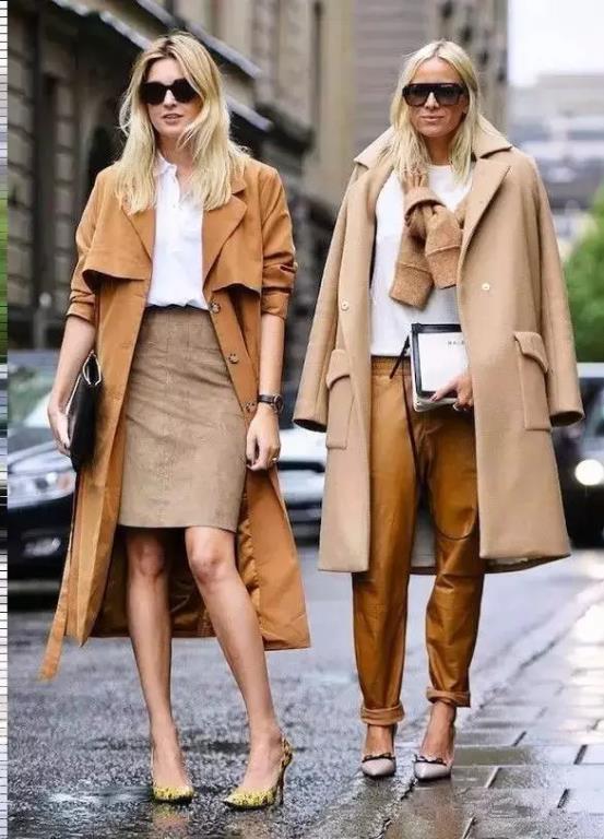 Birbirinden renkli ve kışlık palto modelleri görücüye çıktı... Şimdilerde yoğun ilgi bulan renkli palto modellerini sokaklarda sık sık görmeye başlayabilirsiniz. Sokaklarda modadan geri kalmamak adına sizlerde bir renkli palto edinin ve şıklığınızla adınızdan söz ettirin.   İşte bu kış çok konuşturacak renkli palto örnekleri ve kombin önerileri...