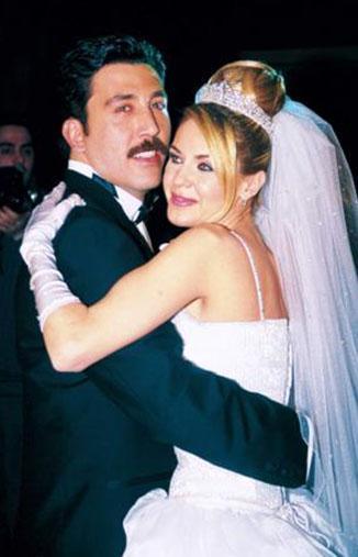 Magazin dünyasının en çok şaşırtan boşanmalarından birinin kahramanları Emre Kınay ve Emine Ün oldu.