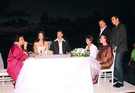 Türk sinemasının asi oyuncusu Fikret Kuşkan, Bahar Kerimoğlu ile nikah masasına oturduğunda herkes onun hayatında yeni bir sayfa açtığını düşünmüştü..