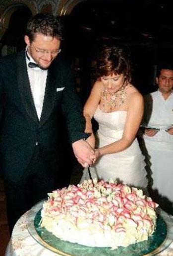 Düğünleri haftalar boyu magazin basınında sayfa sayfa haber oldu.