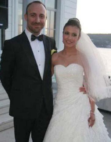 Ergenç ve yıldırım aşkıyla tutulduğu Gizem Soysaldı, ani bir evlilik kararı verdi.