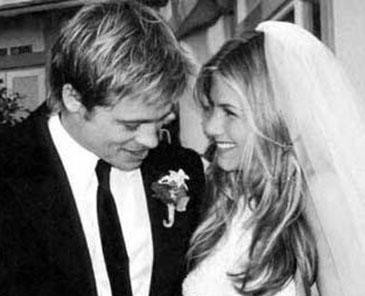 Dünyanın en yakışıklı adamı Brad Pitt kendisi kadar ünlü olmayan Jennifer Aniston ile evlendiğinde tüm hayranlarının kalbi kırılmıştı.
