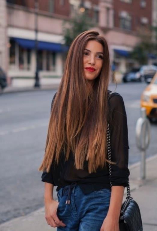 Rapunzel Saçlar:  Uzun saç sevenlere müjde bu sene kış aylarında en çok tercih edilecek saç modeli uzun saçlar olacak gibi. Dikkat etmeniz gereken nokta uzun saçın bakımı da zor olur bu yüzden saçlarınıza bakım yapmayı ihmal etmeyin.