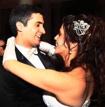 Tiyatro sanatçıları Mustafa Alabora ile Belüt Arım'ın oğlu Mehmet Ali Alabora hayatını Pınar Öğün ile birleştirdi.