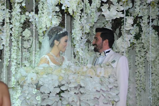 Bu düğün de TV dünyasının birçok ünlüsünü bir araya getirdi.