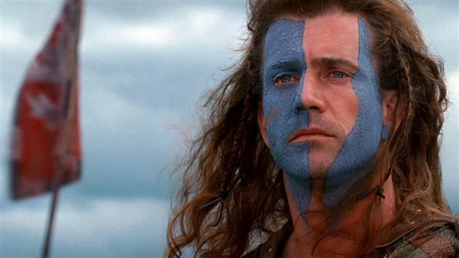 Cesuryürek  Yaşanan büyük acılar sonrası yeniden memleketi olan İskoçya'ya dönen William Wallace'ın asıl amacı çiftçilik yaparak sakin bir hayat sürmektir. Çocukluk aşkıyla karşılaştığında bunun onu dipsiz bir uçuruma iteceğinin farkında değildir. Bir gün İngiliz askerleri, William'ın çocukluk aşkı olan Murron'a tecavüz etmeye çabalarlar. William, onu kurtarır; ancak bu Murron'un ölümüne ve bir dönemin değişimine sebebiyet verecektir. Mel Gibson'un ünlü İskoç halk kahramanı William Wallace'ı hem canlandırdığı hem de yönettiği filmi kısa sürede bir fenomene dönüşmüştü.