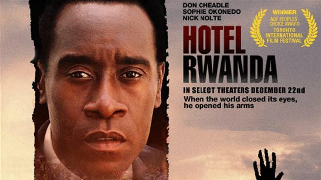 Hotel Rwanda  Kaosun Rwanda'nın günlük yaşamının başrollerinden birini oynadığı günlerde, Paul Rusesabagine, Kigali'de oldukça pahalı bir otel yönetmektedir. Onun için ırk kategorize edilmesi gereken bir insan özelliği değildir. Bir Tutsi olan Tatiana ile mutlu bir evlilikleri vardır. Tutsi isyankarlarının öldürülmesiyle biten barış süreci sonucunda katliama başlayan Hutu milisleri, şehri bir kan gölüne dönüştürmektedirler. Paul, hem kendi ailesini hem de masum insanları korumak üzere bir şeyler yapmak zorundadır. Don Cheadle, Joaquin Phoenix ve Nick Nolte gibi oyuncuların boy gösterdiği Hotel Rwanda'nın yönetmen koltuğunda Terry George var.