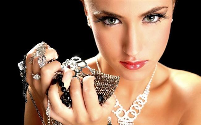 Boğa   Olmazsa Olmaz Eşyaları: Para dolu Cüzdanı, mücevherleri