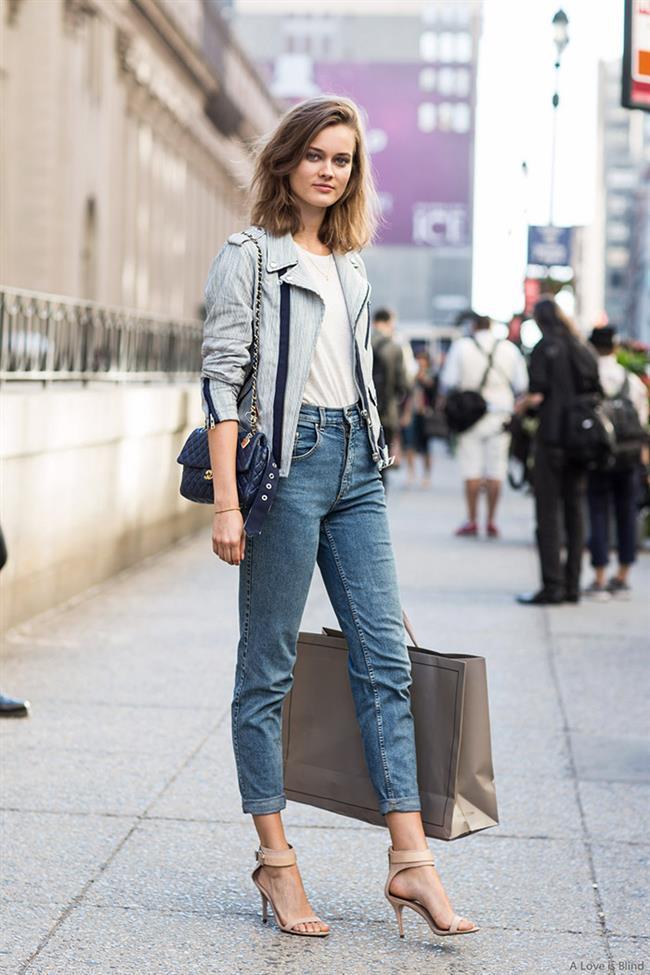 """Mom jeansler bu kez farklı paça kesimleriyle karşımıza çıkacak.   <a href= http://mahmure.hurriyet.com.tr/foto/moda/2017-kis-kazak-modelleri_41446  style=""""color:red; font:bold 11pt arial; text-decoration:none;""""  target=""""_blank""""> 2017 Kış Kazak Modellerini Görmek İçin Tıklayınız!"""